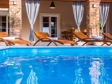 Zaliv Soline, nova kamnita hiša z bazenom prodamo !!