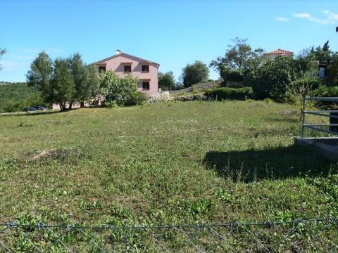 Brseč, prodaja stavbnega zemljišča 1263 m2 z gradbenim dovoljenjem !!
