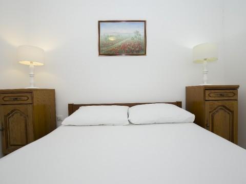 Soline, prodaja samostojeće kuće sa 4 apartmana i dva studia !! Odličan pogled na more!!