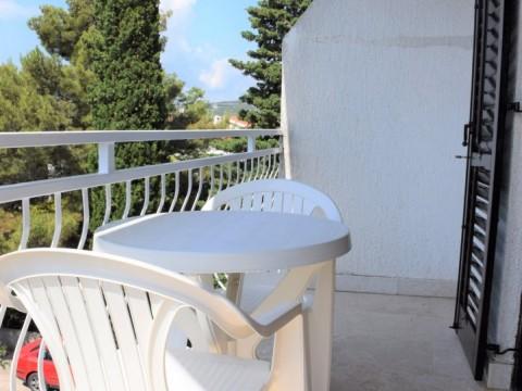 Krk, prodaja, apartman s predivnim pogledom na more, 80 m od mora!