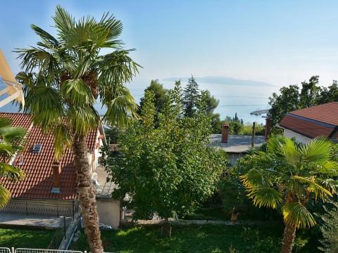 Ičići, prodaja luksuznog trosobnog apartmana s otvorenim pogledom na more!