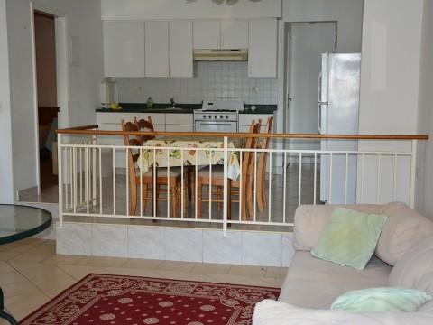 Malinska, prodaja namještene kuće s okućnicom prvi red do mora!