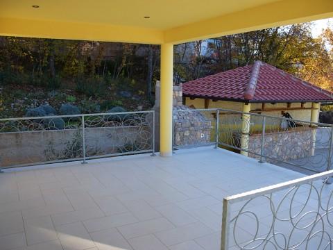 Omišalj, prodaja opremljena samostojna hiša z bazenom in pogledom na morje!