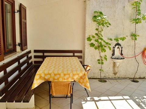 Baska, Wohnung zum Verkauf im Erdgeschoss mit Garten, nur 200 m vom Meer entfernt!