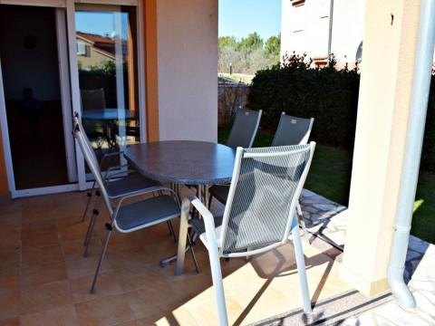 Klimno, prodaja, apartma v pritličju z vrtom, 350 m od morja!