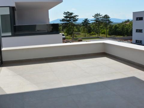 Malinska, prodaja, luksuzna dvojna kuća s bazenom i pogledom na more, na odličnoj lokaciji!!