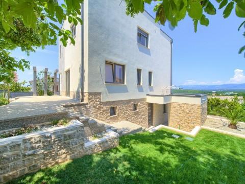 Njivice, prodaja, moderna vila z bazenom in pogledom na morje!