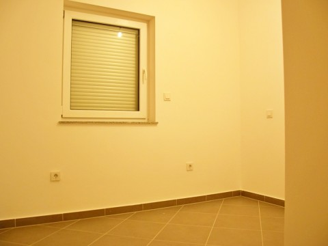 Čižiči, prodaja, novi peterosobni stan s okućnicom od 70 m2 i pogledom na more!