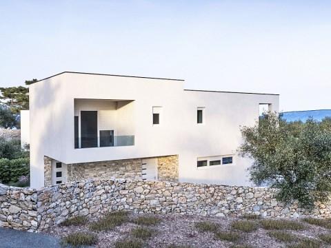 Krk, Linardići, prodaja, zazidljivo zemljišče 639 m2 z veljavnim gradbenim dovoljenjem in pogledom na morje!