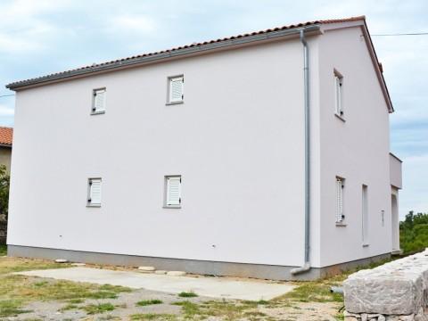 V bližini Dobrinja samostojna hiša z dvema stanovanjskima enotama!