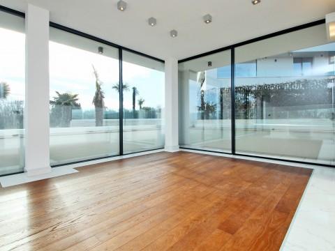Krk, prodaja modernog apartmana od 108 m2 u prizemlju luksuzne ville !!
