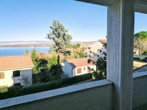 Otok Krk, Malinska, atraktivni apartman + visoko potkrovlje, 150 m od plaže! Prilika!!