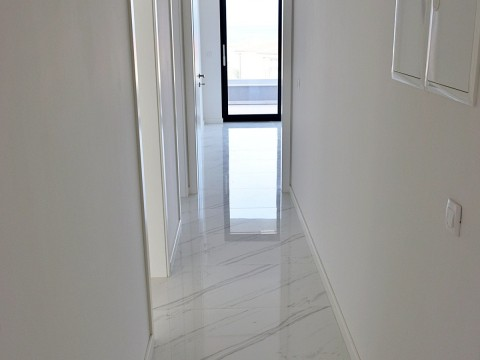 Malinska, Rova, novi ekskluzivni dvoetažni apartman s bazenom i okućnicom, 100 m od mora!