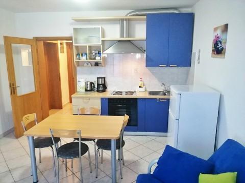 Grad Krk, prodaja apartmana u prizemlju na odličnoj lokaciji, blizu centra i mora!