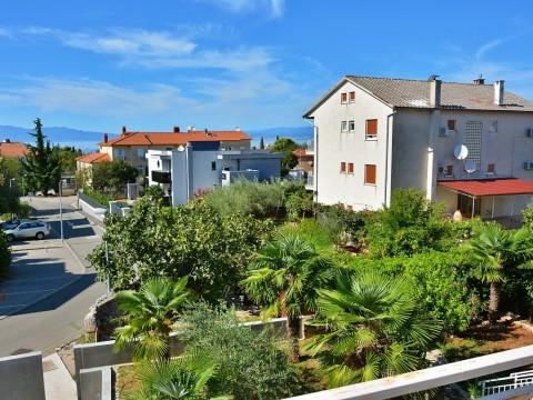 Malinska, prodaja, dvojna kuća u centru Malinske, pogled na more, okućnica!