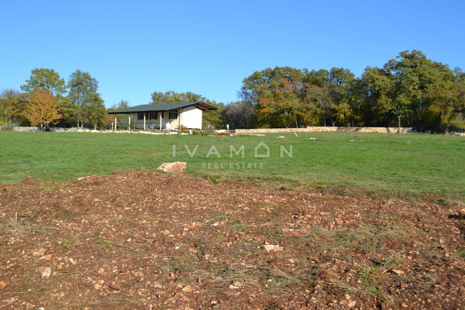 Terreno Agricolo 9510 M2 Con Una Casa Prefabbricata Terreno