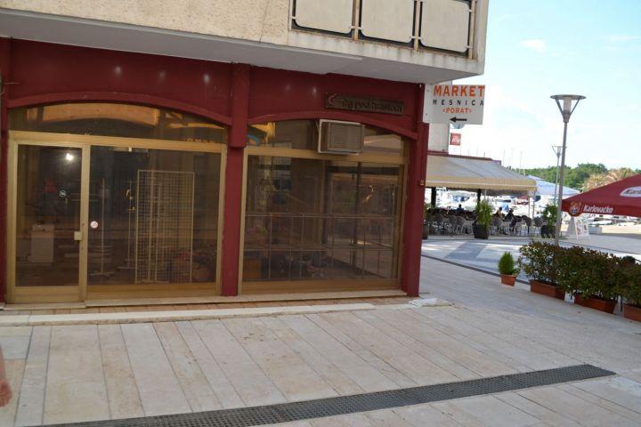 Prvi red do mora poslovni prostor od 203 m2