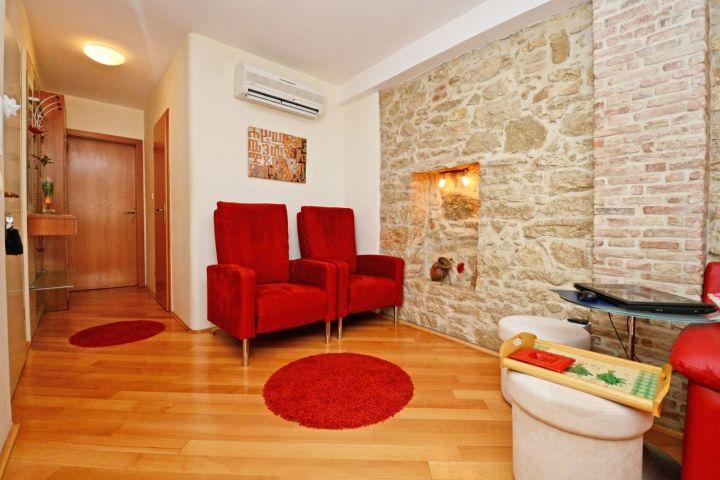 U samom centru grada, kuća sa poslovnim prostorom 113 m2 i sa dva stana
