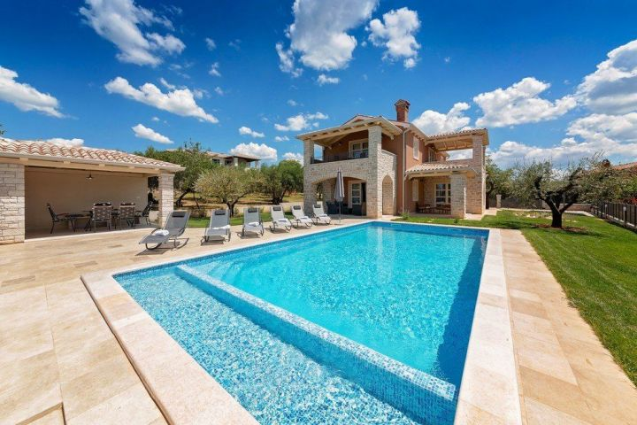 Villa sa bazenom s pogledom na more