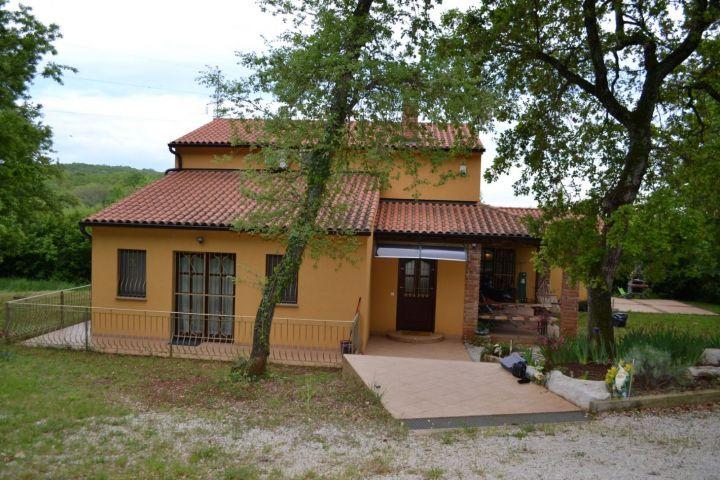 Kuća 250 m2 na terenu od 1759 m2 + 5413 m2 poljoprivrednog
