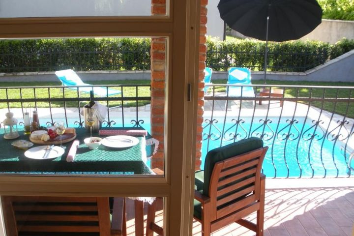 Prekrasna, namještena, kamena villa sa bazenom
