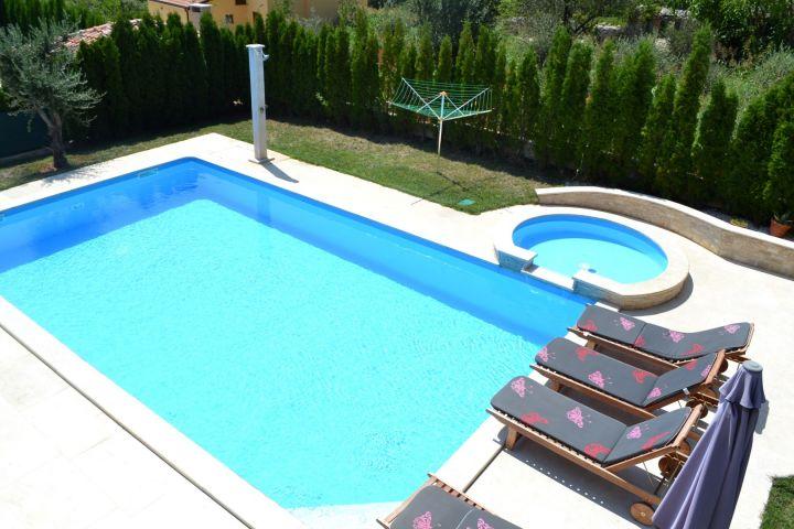Prekrasna vila s bazenom