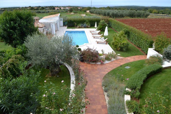 Luksuzna vila s bazenom i prekrasnim pogledom na more