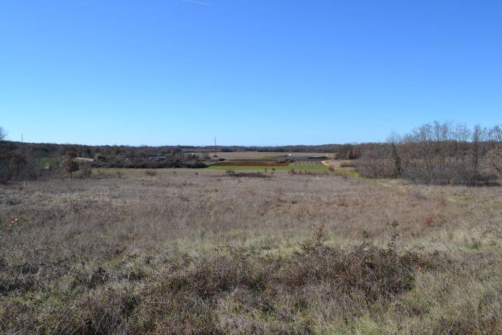 Građevinsko zemljište 1714 m2 + poljoprivredno zemljište 6882 m2