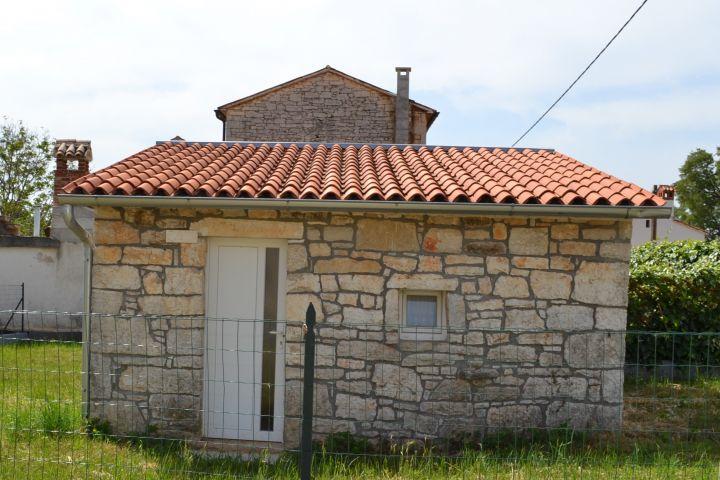 Kuća s 4 spavaće sobe u lijepom mjestu 8 km od mora