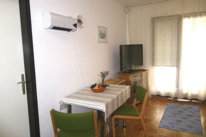 Stan u prizemlju s malim dvorištem