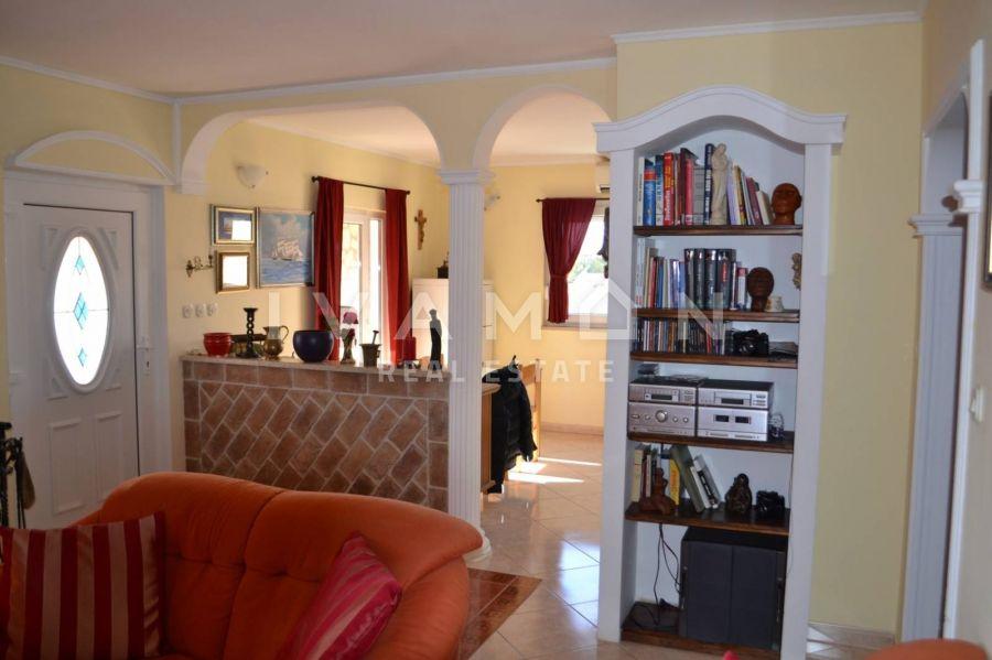Namješten stan 68 m2, 1. kat