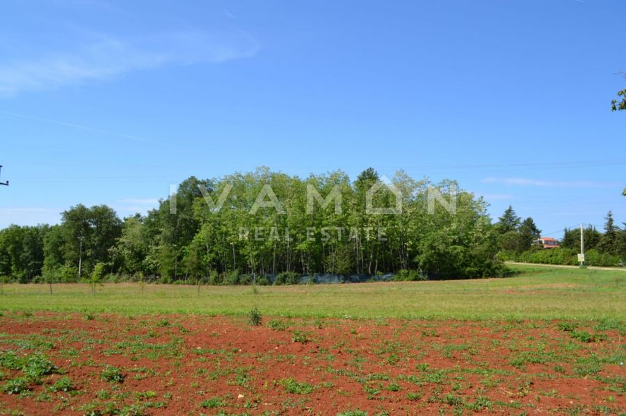 Građevinsko zemljište 2000 m2+ poljoprivredno 3016 m2