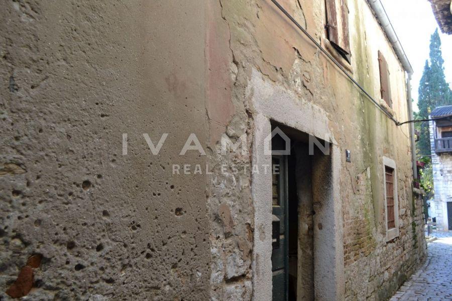 Stara kamena kuća u starogradskoj jezgri Poreča