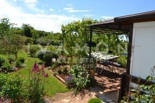 Poljoprivredno zemljište s legaliziranim objektima