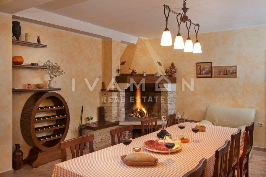 Luksuzna vila s 5 spavaćih soba i 2753 m2 okućnice