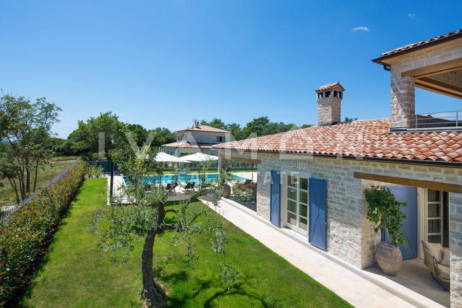 Vila s bazenom i sportskim terenima u srcu Istre