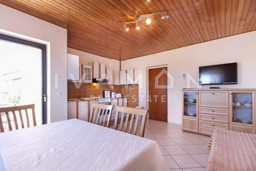 Prekrasna samostojeća kuća sa stanom i dva apartmana