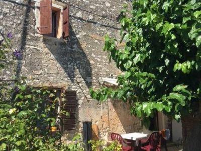 Umag, Savudrija, dvojna kamena kuća 2 km od mora