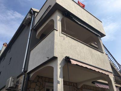 Poreč-Kuća sa 4 stana, 400 m od mora