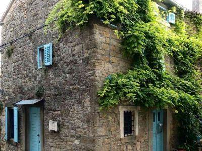 Grožnjan-na prodaju obnovljena kamena kuća u centru