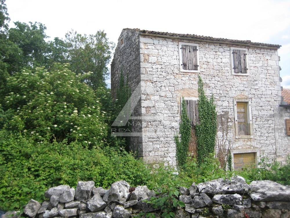 Višnjan, dvojna kamena kuća