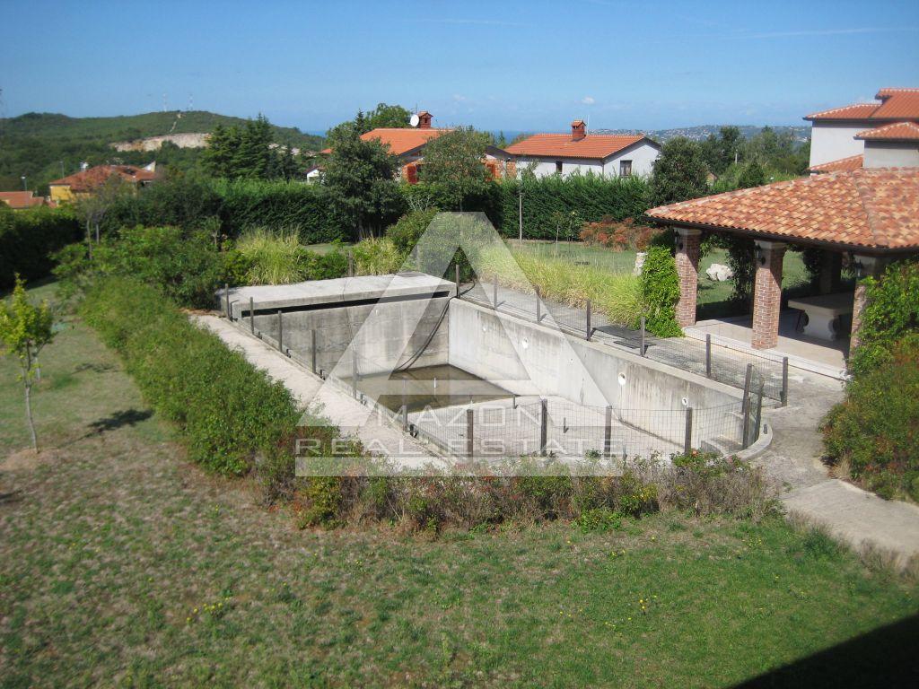 Vila stambene površine 935m2, na zemljištu od 3203m2