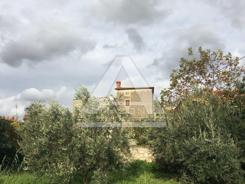 Brtonigla, kuća sa dvorištem, pogodno za turizam