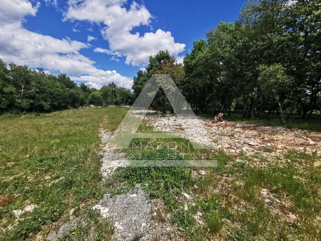 Sveti Lovreč, građevinsko zemljišta na lijepoj lokaciji za odmor