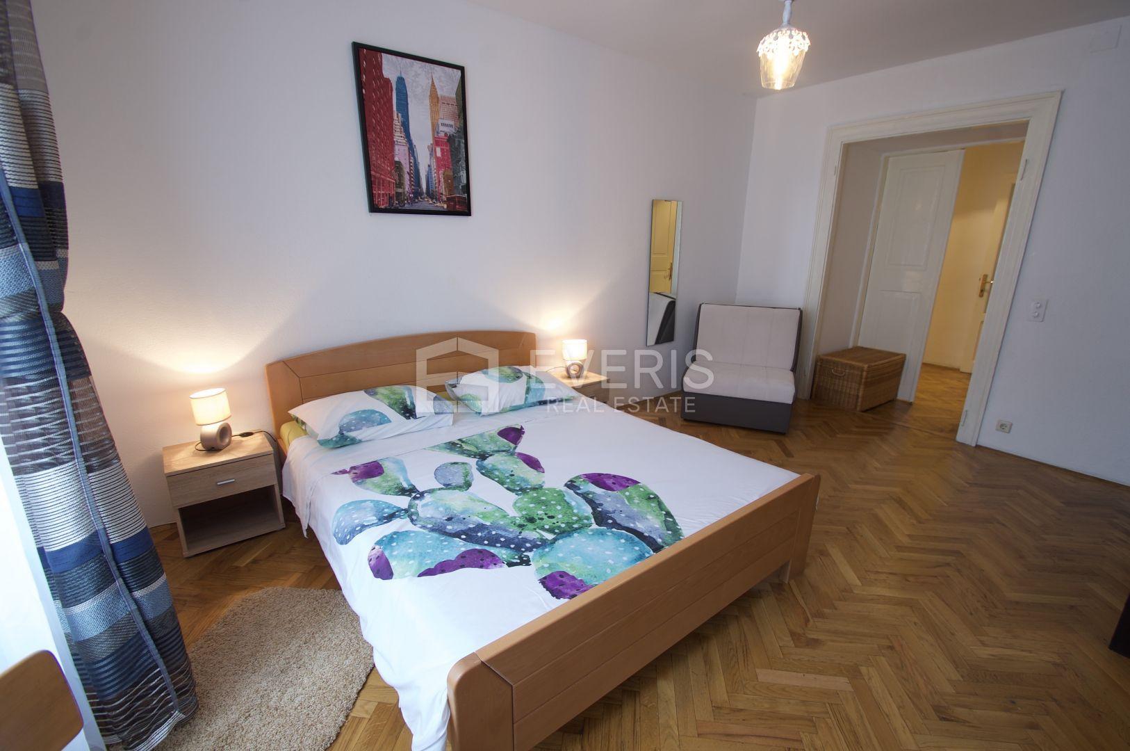 Rijeka, centar, uredski prostor s tri sobe, 80 m2