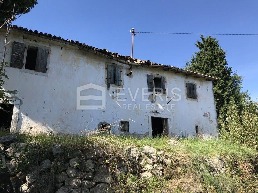 Mošćenička Draga, starina i 3 gospodarska objekta, na parceli od 3.000m2