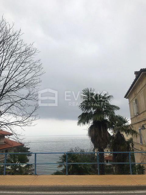 Opatija, blizina centra, povijesna vila s pogledom na more