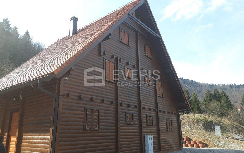 Bjelolasica, turistički kompleks 5 kuća i 17 građevinskih parcela