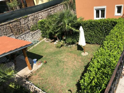 Ika, Opric,apartment 74sqm, with decorated garden
