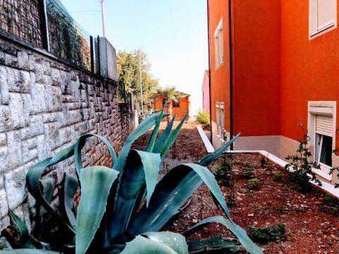 Ika - Oprić, 75,81 m2, 2s + db sa vrtom